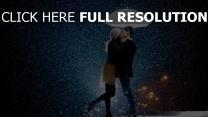 paar regen regenschirm küssen romantisch