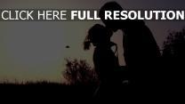 sonnenuntergang junge mädchen küssen silhouetten