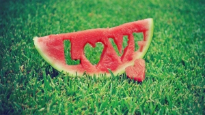 wassermelone gras herz brief