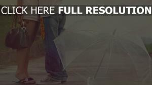 paar umarmen regen regenschirm hund