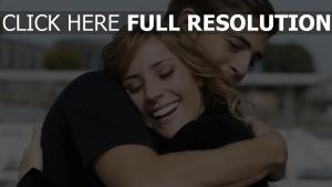 umarmung paar freude lächeln glück