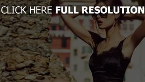 kleid modell sonnenbrille mädchen