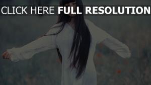 brünett haare lange kleid weißer