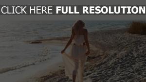 mädchen kleid strand meer wellen