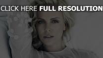 charlize theron blonde schauspielerin berühmtheit