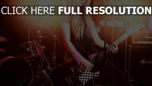 avril lavigne sänger blonde gitarre