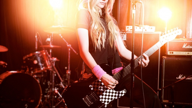 hd hintergrundbilder avril lavigne sänger blonde gitarre
