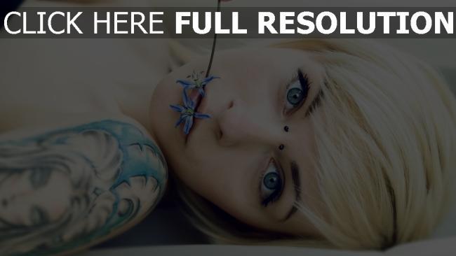 hd hintergrundbilder blondine blume tattoos piercings
