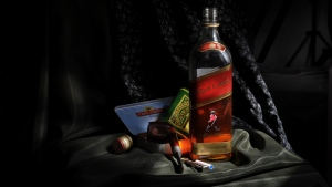 johnnie walker red label whisky gesetzt alkohol