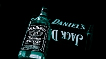 jack daniels flasche alkohol glas whisky
