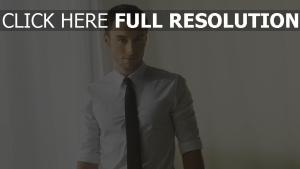 mann mans zelmerlow krawatte hemd licht