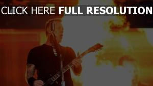 gitarrist metallica feuer show mikrofon