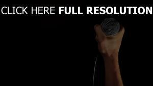 arm mikrofon schwarzer hintergrund