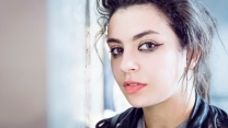 sänger charli xcx gesicht make-up