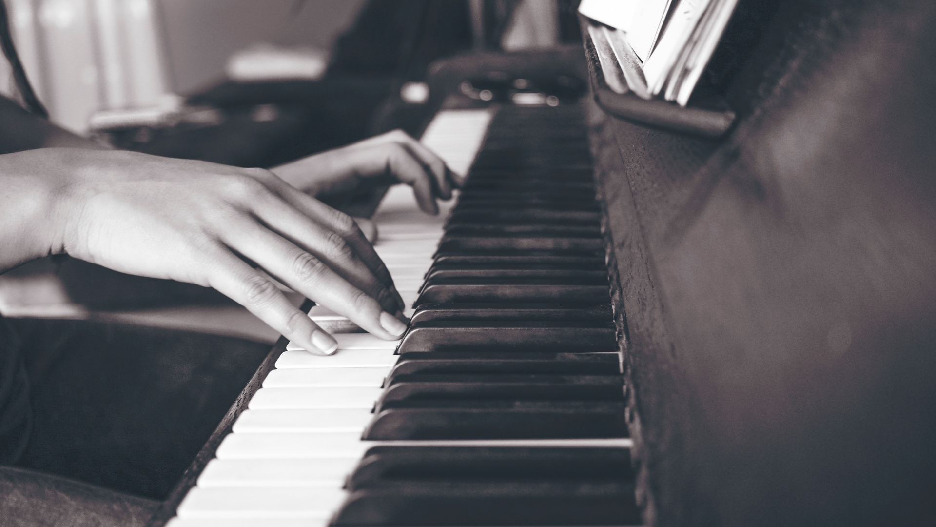 hd hintergrundbilder tasten klavier hände schwarz-weiß 1920x1080