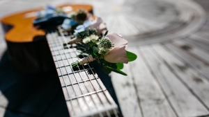 blumen strauß gitarre