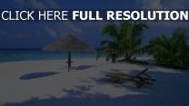 strand liegestühle palmen sand himmel meer