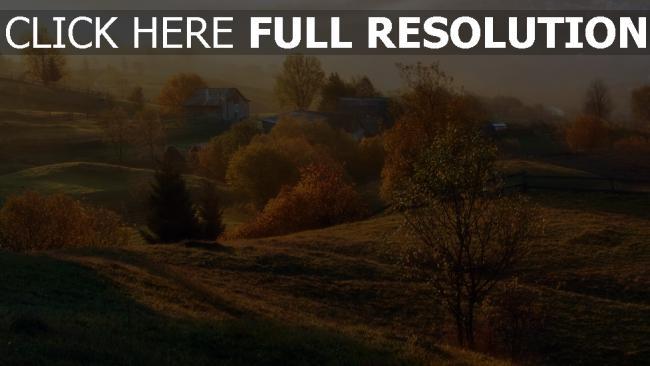 hd hintergrundbilder herbst häuser bäume nebel dämmerung