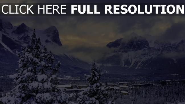 hd hintergrundbilder berge schnee wald bäume dunst wolken kanada