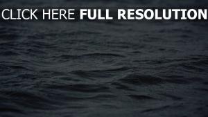 wellen meer regen welligkeit oberfläche