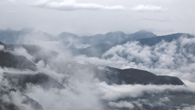 hd hintergrundbilder berge nebel wolken