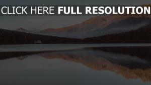 reflexion berge see haus