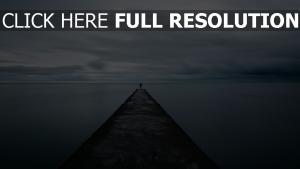 mole mann pier meer einsamkeit