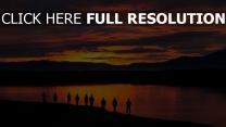 see menschen sonnenuntergang silhouetten berge