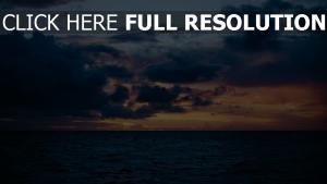 himmelslinie meer wolken
