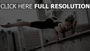 mädchen ertüchtigung gymnastik straße