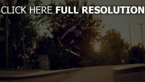 skateboard junge trick sprung straße