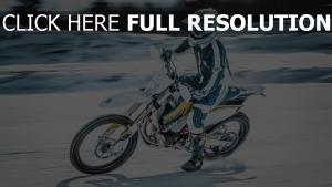 schnee geschwindigkeit motorcyclist