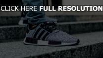treppen füße jeans turnschuhe schuhe adidas