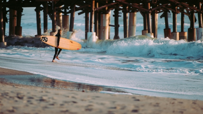 hd hintergrundbilder surfer surfen wellen meer