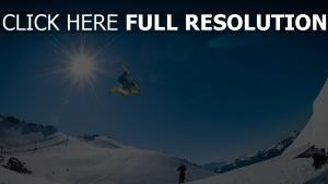 berg schnee snowboarder steigung snowboarden