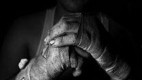 hand bandagen schwarz-weiß kämpfer