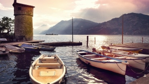 pier berge bucht morgen italien