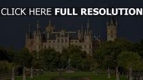 deutschland schloss teich skulpturen park schweriner schloss