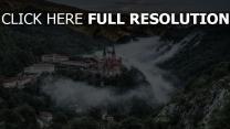 covadonga spanien bergdorf
